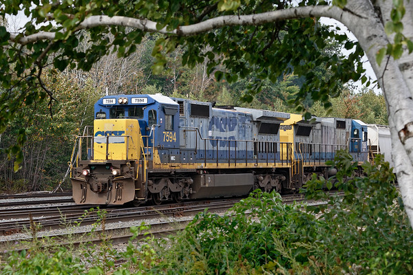 Train ED-8 pulls into the Gardner MA yard to drop a cut of cars for the P&W. 9/21/2017 - 598C3748dK