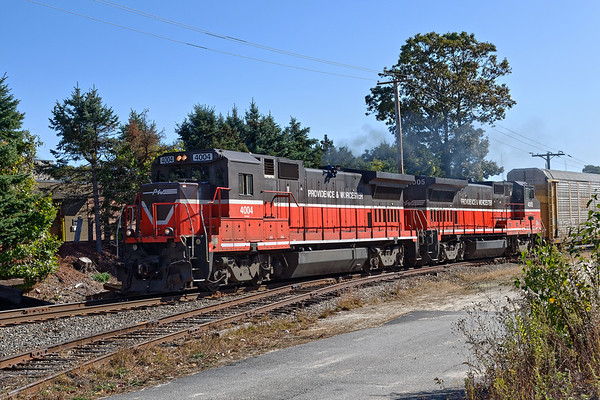 P&W (G&W) train WOGR heads north through Holden MA. 10/18/2017 - 598C4079dK