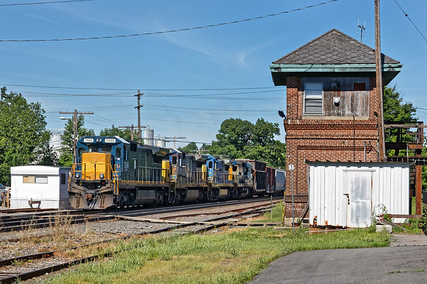 In Ayer, train EDPO was also waiting for a recrew at AY Tower. 6/22/2017 - 598C2472dK