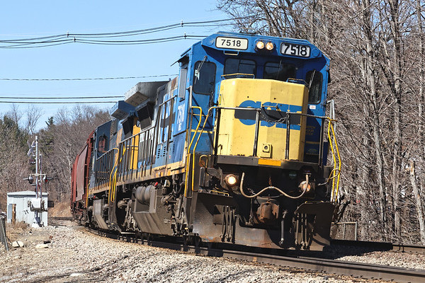 """Next up was ED-8 sporting the new """"one swipe with a roller"""" paint on one of the newly acquired CSX dash 8s. 4/9/2017 - 598C1195dK"""