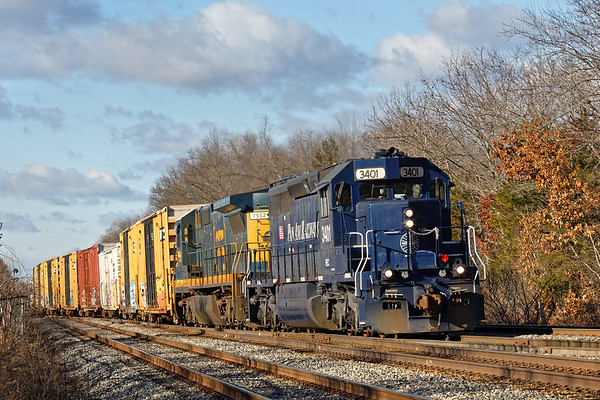 After waiting for an outbound commuter to clear, EDPO crosses over approaching the Willows. 1/13/2017 - 598C0196dK