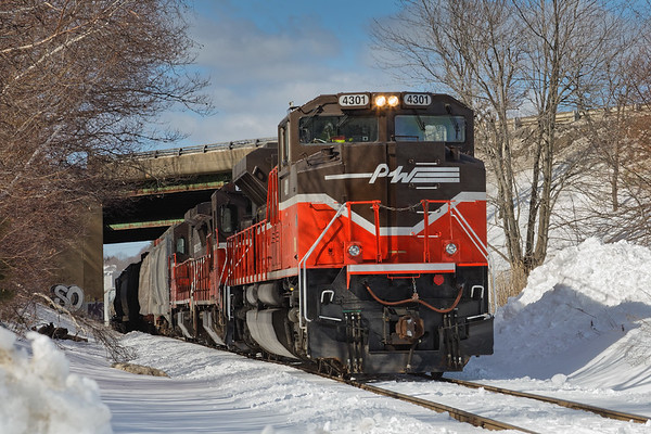 Sharp looking SD70 #4301 was on the point of train GRWO returning to Worcester.<br /> 3/19/2017 - 598C0867dK