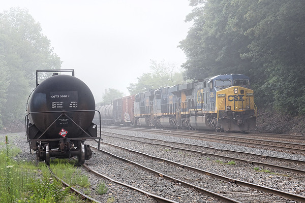 We had a very dense fog this morning as train Q427 drifted to a stop in the yard at MP83 in Palmer MA. 7/26/2017 - 598C2783dK