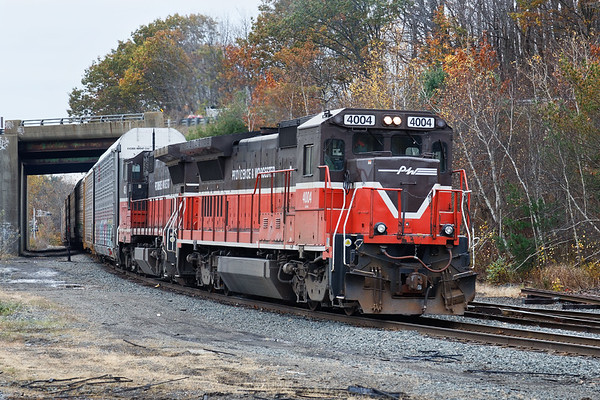 P&W train WOGR enters the yard at Gardner MA. 11/1/2017 - 598C4288dK2