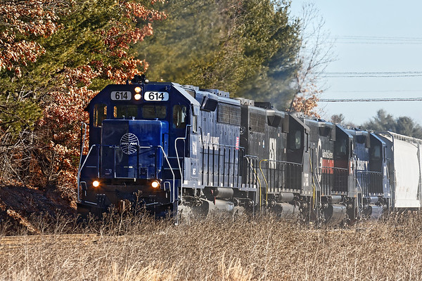 As soon as EDPO cleared the Willows, POED came through with kind of an interesting consist - Pan Am 614, LTEX 6528, B&M 340 and MEC 370 high hood. 1/13/2017 - 598C0223dK