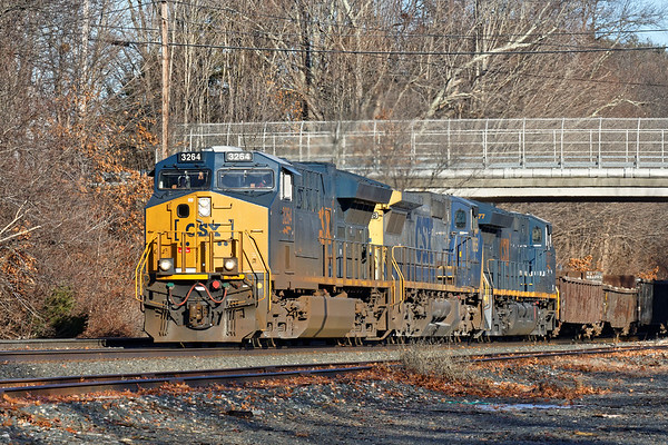 Right on the heels of 449 was Q427, a dirty dirt train with three units. 1/13/2017 - 598C0313dK