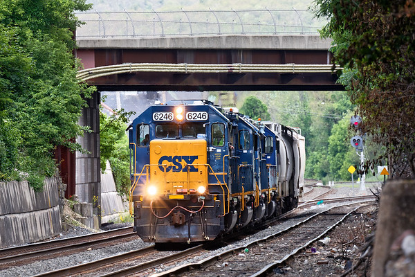 After dropping cars for the MCER, B740 eases back out onto the controlled siding in the CSX yard. 6/20/2017 - 598C2450dK