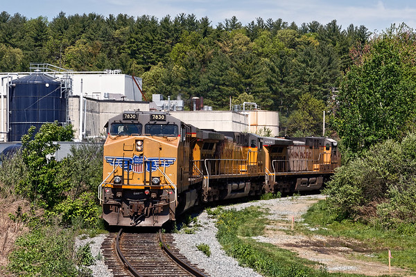 Having dropped it's cars at the milling, the grain train power comes around the loop track and back onto the main. From the looks of the surveyors stakes, it almost looks like a second track might be going in. 5/18/2017 - 598C2026dK