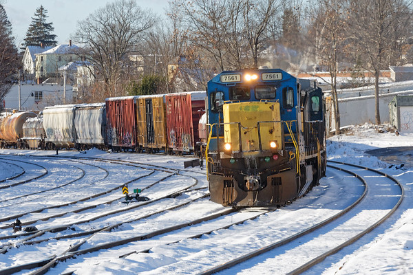 Train ED8 rolls into the Gardner MA yard with freight for the P&W. 12/14/2017 - 598C5016dK