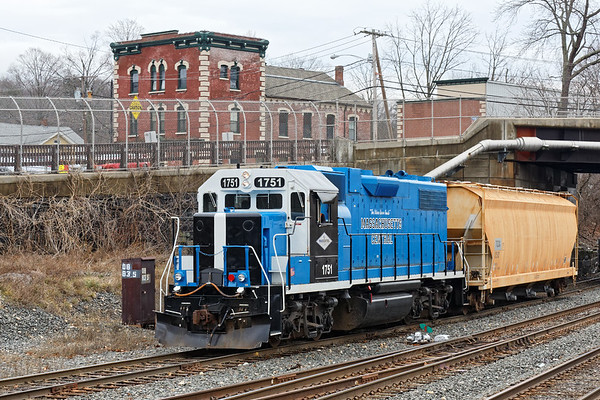 After switching the CSX yard at MP83, MCER 1751 heads back home on the yard lead. 1/12/2017 - 598C0155dK