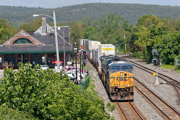 Train Q022 passes the depot at MP83 in Palmer, MA. 7/21/2017 - 598C2768dK