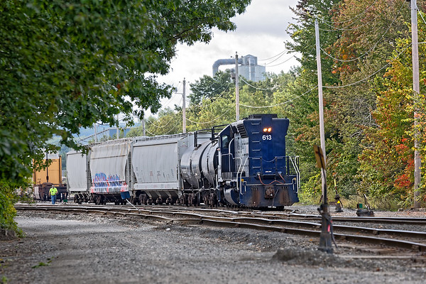 Against a backdrop of early Fall colors, PAS switcher AY-1 works the Hill Yard in Ayer MA.<br /> 9/14/2017 - 598C3610dK