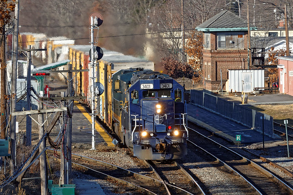 PAS train EDPO rolls past AY tower in the center of Ayer MA. 1/13/2017 - 598C0170dK