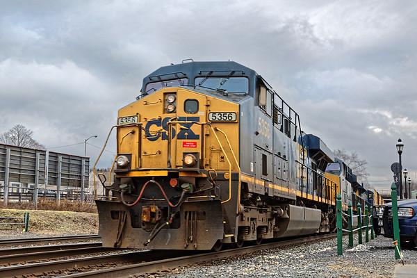 Under threatening skies, train Q427 rolls through Palmer MA at track speed. 1/12/2017 - 598C0150dK