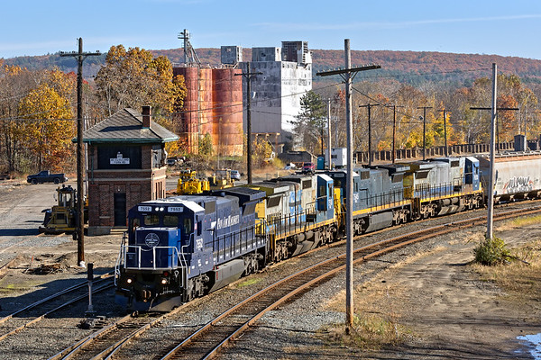 Train POED pauses at the west end of the East Deerfield yard before cutting off it's power.<br /> 11/9/2017 - 598C4382dK