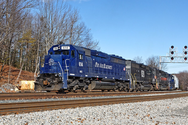 The same POED coming up the hill under the new signal bridge at Wachusett. 1/13/2017 - 598C0282dK