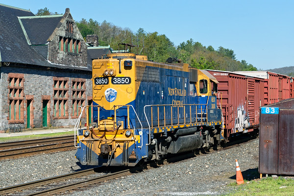 NECR 3850 handles the switching duties on the yard lead at MP83 in Palmer MA.<br /> 7/9/2017 - 598C2614dK