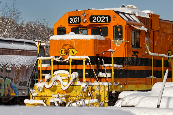 First snow of the season on the nose of CSOR 2021as she idles in the NECR yard at Palmer MA. 12/10/2017 - 598C4839dK