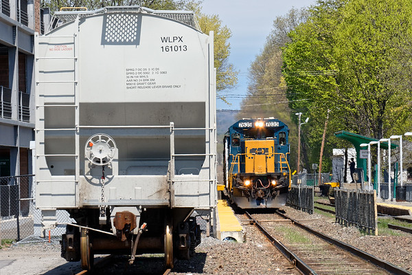 Train ED-8 eases through the North Leominster T Station. 4/30/2017 - 598C1707dK