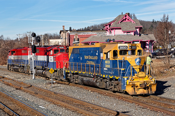 Another NECR rainbow lashup - blue and gold NECR 3850 and red, white and blue  NECR 3039 and 3040 work the yard lead in Palmer MA.<br /> 12/19/2018