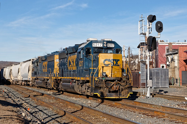 On a cold and windy morning, train B740, the Springfield Local,  eases into the CSX yard at MP83 in Palmer MA.<br /> 12/19/2018