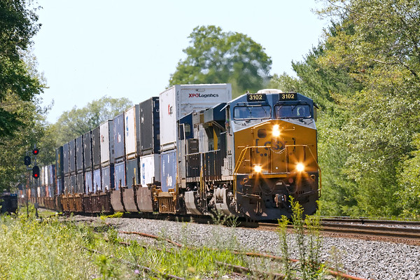Having lunch with my friend, Anthony, today at East Brookfield and we actually saw some movement on CSX. First up was Q022 with a relatively short train of stacks for Worcester.<br /> 7/10/2018