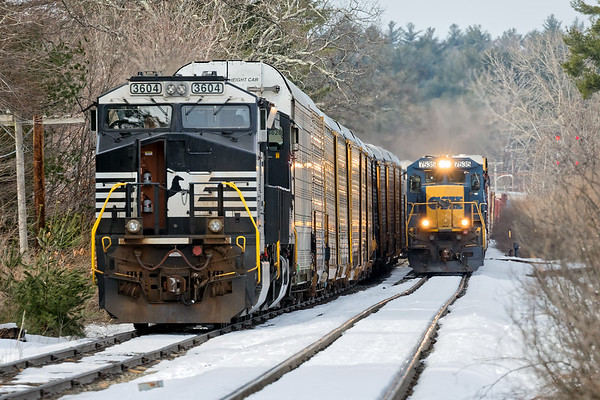 At Wagon Wheel, EDPO passes train 28N which is stopped at the auto facility just east of the Willows.<br /> 3/23/2018