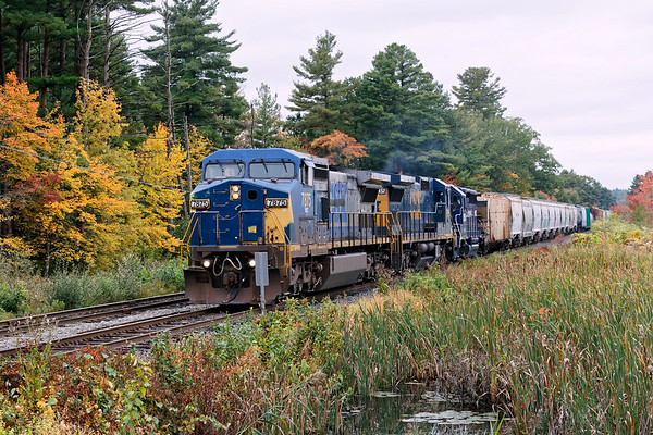 With a smattering of Fall color in the background, SEPO throttles up past Wagon Wheel in Ayer MA.<br /> 10/8/2018