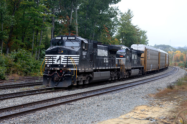 It was a cloudy cool day yesterday but there was a fair amount of action on the B&M. We started with train 287 in the hole at the signals just west of Wachusett.<br /> 10/8/2018