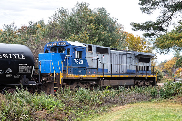 Smurfnose MEC  7620 sits quietly on the loop track at the milling in Ayer MA.<br /> 10/31/2018