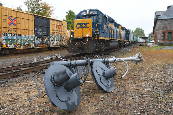 Train B740 pulls out of the Palmer CSX yard past a signal mast, with tri-light heads still attached, on the ground just east of the diamond. <br /> Looks to be from the NECR side of the diamond as all of the other masts and signals were removed by the CSX crew the day the cutover was made. <br /> Sad... <br /> But on the brightside, note that the scaffolding along the side of the Steaming Tender, which has been there since the last ice age, has been removed!!<br /> 10/2/2018