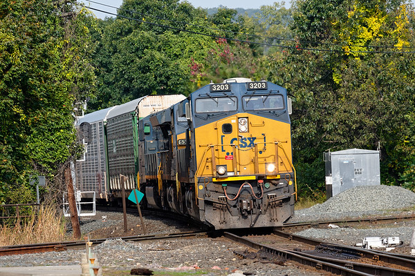 With 3 units and no DPUs, Q264 slams across the Palmer diamond with a long drag of auto racks for the EBSR in East Brookfield.<br /> 9/23/2019