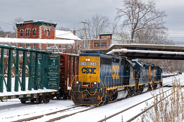 B740 light power on the siding at MP83 in Palmer MA.<br /> 3/4/2019