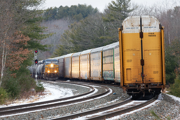 Q264 apparently had so many cars for the EBSR that they left a dozen or so auto racks fouling the crossover at MP60. All these cars on the curve caught the headlight glint from approaching Q426.<br /> 12/26/2019