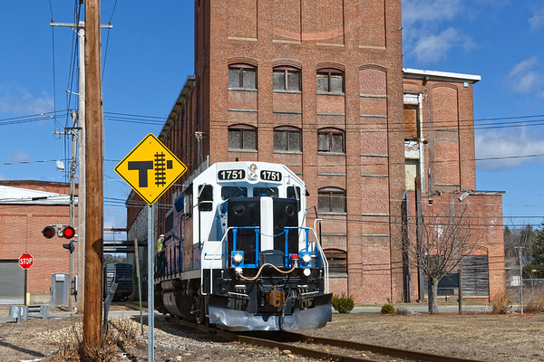 After spotting the two cars, 1751 heads back up the hill light.<br /> 4/1/2019