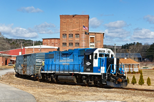 MCER backs down the hill to deliver two cars to the mill complex in South Barre MA.<br /> 4/1/2019