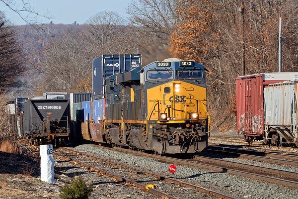 With two units on the point, Q022 rolls through MP83 on the main with a long drag of stacks for Worcester.<br /> 11/21/2019