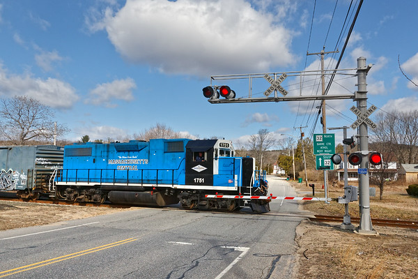 MCER 1751 eases across Rte 32 in South Barre MA.<br /> 4/1/2019