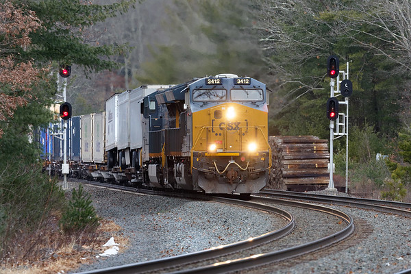 Train Q020 hits the S-curves at MP60 in Spencer MA.<br /> 12/16/2019