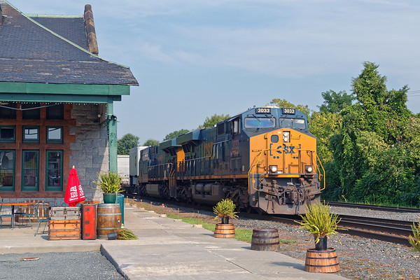 Train 008 eases into the CSX yard at MP83 in Palmer MA.<br /> 8/11/2020
