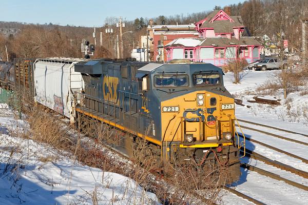 Q426 rolls through Palmer with a short train.<br /> 12/23/2020