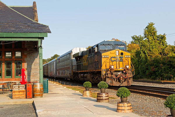 Spent a few hours in Palmer early yesterday and saw a number of trains.<br /> Q264 leads off with a long drag of racks for the EBSR.<br /> 9/21/2020