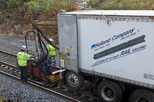 CSX track gang laying ribbon rail at MP57, Charlton, MA on the CSX Boston Line - 9/17/2012 - 598C1645dK