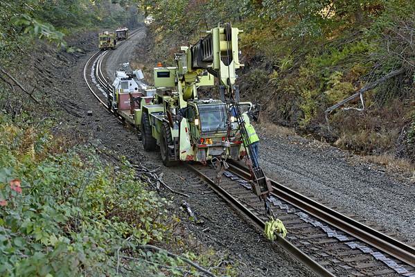 CSX track gang laying ribbon rail at MP57, Charlton, MA on the CSX Boston Line - 9/17/2012 - 598C1589dK