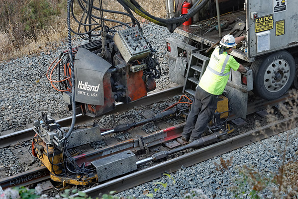 CSX track gang laying ribbon rail at MP57, Charlton, MA on the CSX Boston Line - 9/17/2012 - 598C1648dK