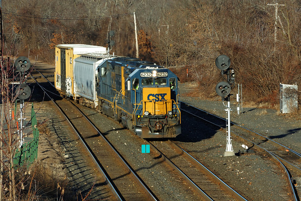 The Springfield Local eastbound into the CSX yard at MP83, Palmer, MA. 12/6/2012 - 598C4728dK