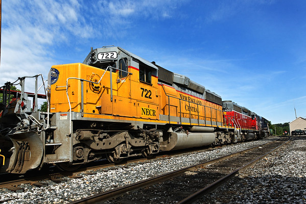 Another colorful NECR consist - NECR 417, NECR 4001 and NECR 722 (from the South). 6/1/2012 - 598C8768dK