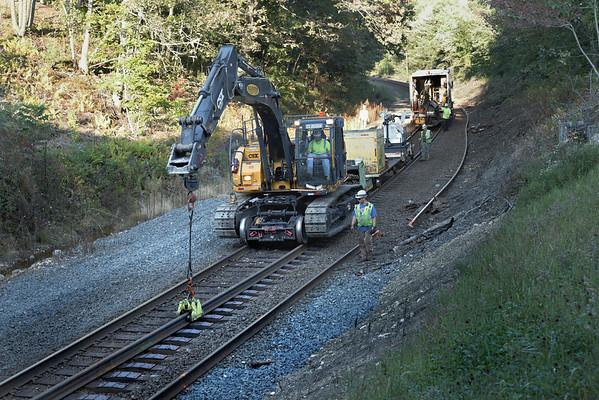 CSX track gang laying ribbon rail at MP57, Charlton, MA on the CSX Boston Line - 9/17/2012 - 598C1621dK
