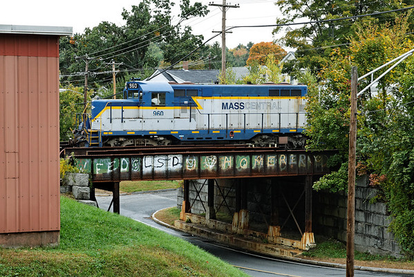 With a hint of Fall color in the background, Mass Central 960 works the yard in Ware, MA. 10/4/2012 - 598C2683dK