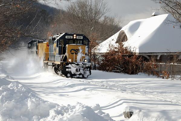 CSX - How Tomorrow Moves...Snow. Warren, MA - 11-01-27 - IMG_1022dK